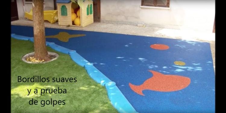 Columpios, toboganes y pavimentos para que jueguen los niños