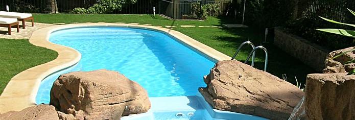 Pensando en construir una piscina en tu casa ac reformas for Hacer una piscina en casa